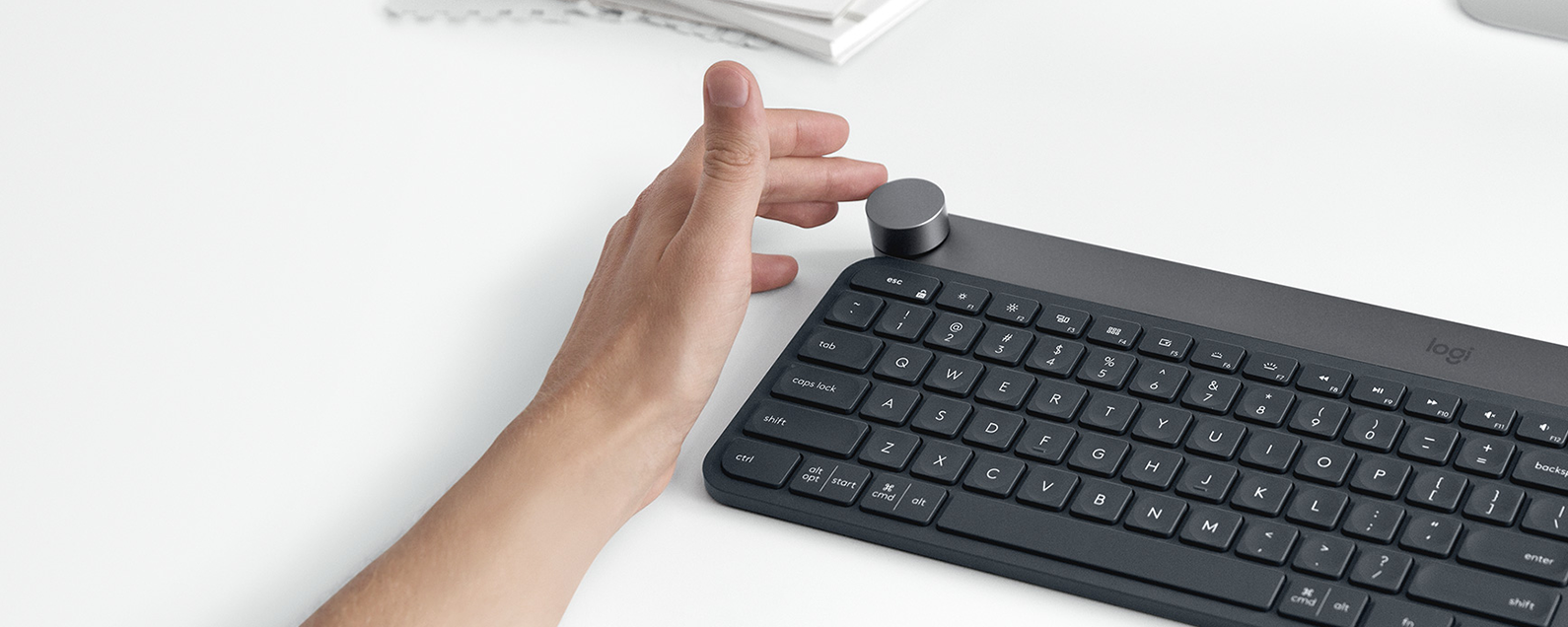 bluetooth keyboard for ios creative keyboard adapts to apps. Black Bedroom Furniture Sets. Home Design Ideas