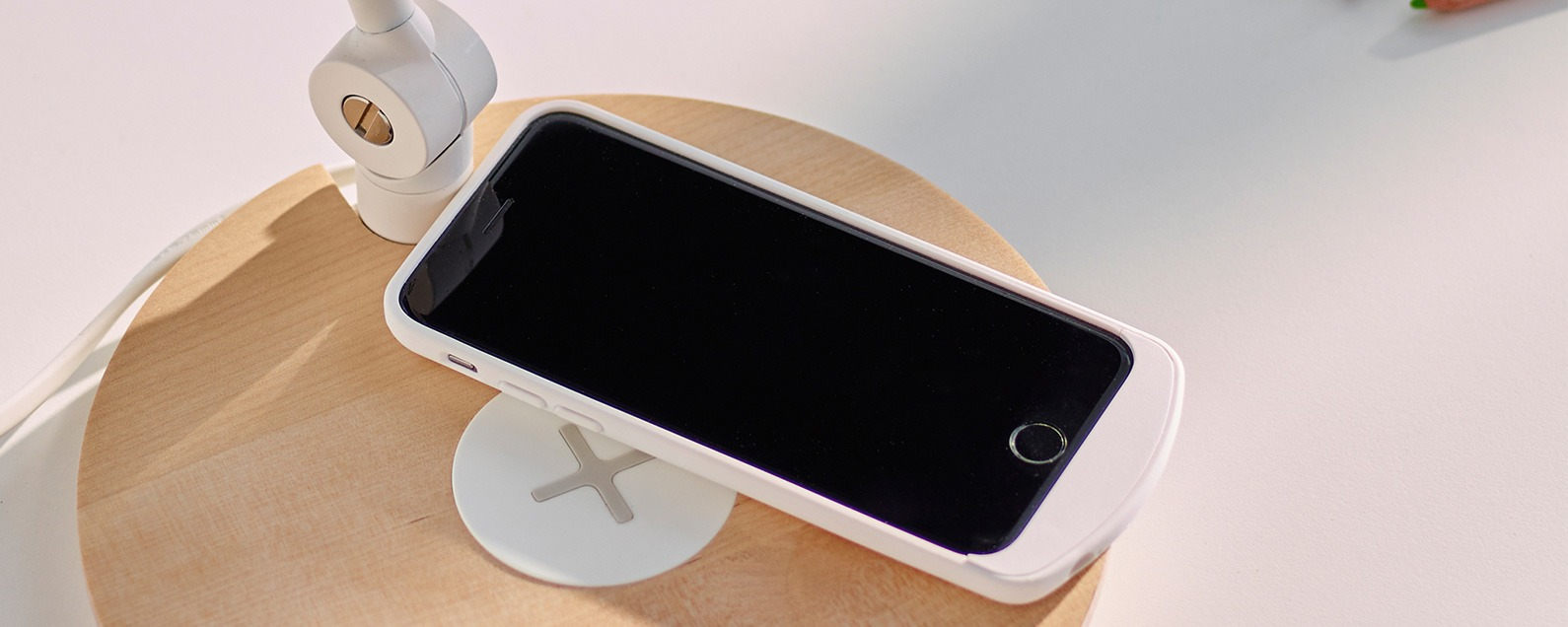the best attitude c2590 a497f 5 Fantastic Qi Wireless Charging Stations for Your New iPhone 8, 8 ...