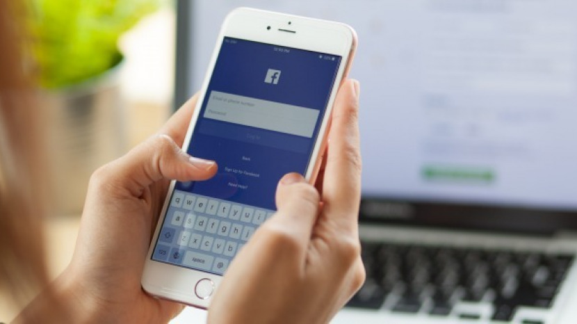How to delete privacy invading facebook apps on iphone iphonelife facebook is in major hot water after a whistleblower let the world know that the private information of more than 85 million account holders was improperly ccuart Images