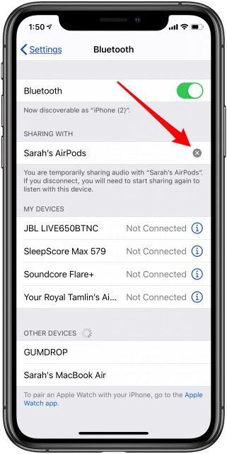 طريقة توصيل سماعتين AirPods بآيفون